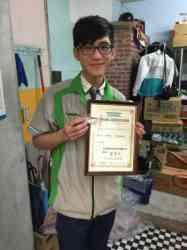 恭賀商二甲班陳全福同學通過高階檢定, 榮獲代表最高榮譽的金牌服務員與店長資格