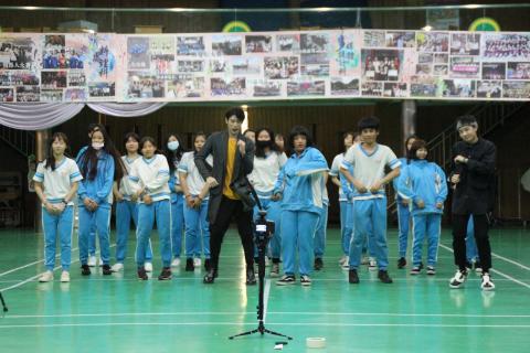 {最強轉笑生}節目來演藝科錄影 一起挑戰K-POP舞蹈
